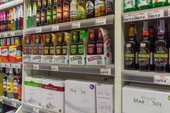 Muitos tipos de bebida do vinho e do álcool Fotografia de Stock Royalty Free