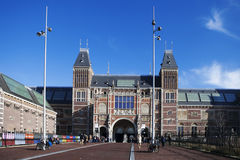 Muitos turistas na frente do Rijksmuseum Imagens de Stock