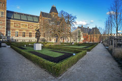 Muitos turistas na frente do Rijksmuseum (estado nacional MU Fotos de Stock Royalty Free