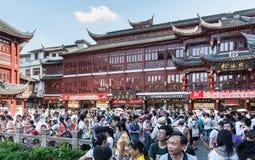 Muitos turistas nas ruas Foto de Stock Royalty Free