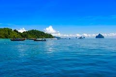 Muitos turistas visitam o mar em Tailândia no verão para mergulhar Foto de Stock Royalty Free