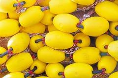 Muitos vagabundos amarelos em um montão a usar-se como o fundo Fotografia de Stock Royalty Free
