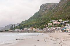 Muizenberg-Strand auf einem düsteren Morgen Lizenzfreie Stockfotografie