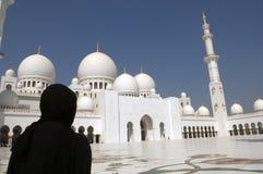 Mujer árabe en la mezquita Fotografía de archivo libre de regalías