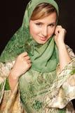 Mujer árabe joven con el retrato del primer del velo Imagenes de archivo
