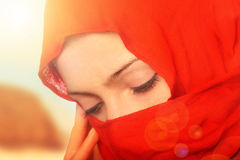 Mujer árabe triste Imagenes de archivo