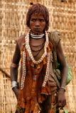 Mujer étnica de Hamer en el vestido tradicional de Etiopía Fotos de archivo libres de regalías