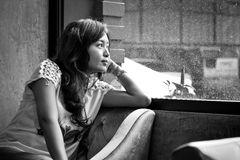 Mujer aburrida Foto de archivo libre de regalías