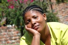 Mujer aburrida del afroamericano Foto de archivo