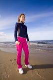 Mujer activa en la playa fotografía de archivo libre de regalías