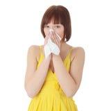 Mujer adolescente con alergia Fotos de archivo libres de regalías