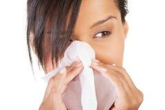 Mujer adolescente con alergia o frío Fotos de archivo libres de regalías