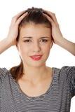 Mujer adolescente con dolor de cabeza Fotos de archivo
