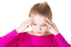Mujer adolescente con dolor de cabeza Fotografía de archivo libre de regalías