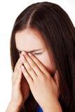 Mujer adolescente con dolor de la presión del sino Foto de archivo