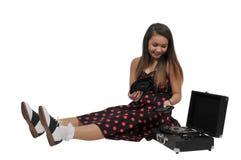 Mujer adolescente con el expediente del vinilo 45 Fotografía de archivo libre de regalías
