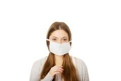 Mujer adolescente con la máscara protectora Imagen de archivo libre de regalías