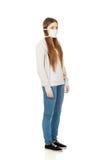 Mujer adolescente con la máscara protectora Foto de archivo libre de regalías