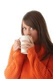 Mujer adolescente con la taza de café Foto de archivo