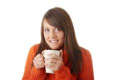 Mujer adolescente con la taza de café Fotografía de archivo