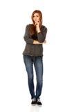 Mujer adolescente con las manos dobladas Foto de archivo libre de regalías