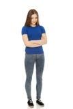Mujer adolescente con los brazos cruzados Fotografía de archivo