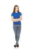 Mujer adolescente con los brazos cruzados Fotos de archivo libres de regalías