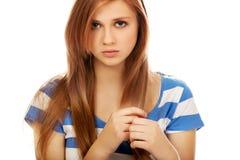 Mujer adolescente de la depresión que se sienta en el piso Fotos de archivo