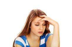 Mujer adolescente de la depresión que se sienta en el piso Imágenes de archivo libres de regalías