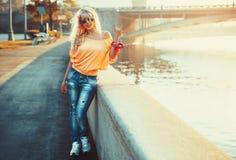 Mujer adolescente del estilo Imágenes de archivo libres de regalías