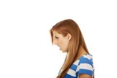 Mujer adolescente enojada que grita ruidosamente Imágenes de archivo libres de regalías