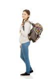 Mujer adolescente feliz con la mochila Imágenes de archivo libres de regalías