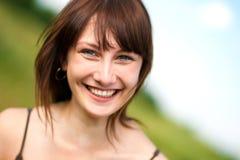 Mujer adolescente feliz que disfruta del verano Fotografía de archivo