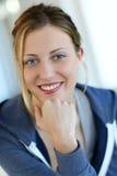 Mujer adolescente hermosa con los ojos azules Foto de archivo libre de regalías