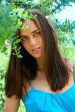 Mujer adolescente joven al aire libre Imagen de archivo libre de regalías