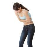 Mujer adolescente joven con dolor de estómago Imagen de archivo