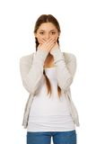Mujer adolescente que cubre su boca Foto de archivo libre de regalías