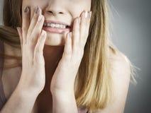 Mujer adolescente que es asustada Fotos de archivo
