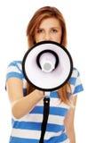 Mujer adolescente que grita a través del megáfono Fotografía de archivo libre de regalías