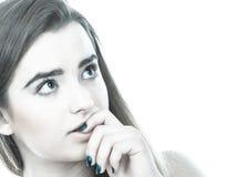 Mujer adolescente que parece preocupada, pensando en algo Fotos de archivo libres de regalías