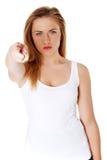 Mujer adolescente que señala en usted Imagen de archivo libre de regalías