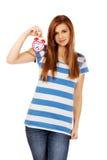 Mujer adolescente que sostiene el despertador Imagen de archivo libre de regalías