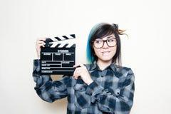 Mujer adolescente sonriente con el tablero de chapaleta Foto de archivo libre de regalías