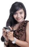 Mujer adorable asiática que usa el adminículo imagen de archivo libre de regalías