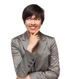 Mujer adulta joven multiétnica sonriente en blanco Imágenes de archivo libres de regalías