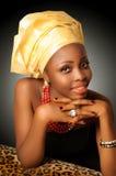 Mujer africana con el headwrap Foto de archivo