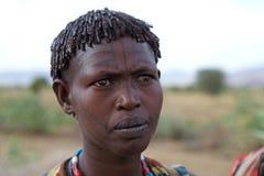 Mujer africana con el tatuaje tradicional Imágenes de archivo libres de regalías