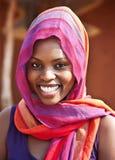Mujer africana delante de la casa Imagenes de archivo