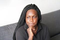 Mujer africana en pena imagenes de archivo