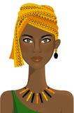 Mujer africana hermosa con el turbante foto de archivo